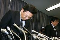 燃費試験に関する不正行為で謝罪する三菱自動車の相川哲郎社長=20日午後、国交省