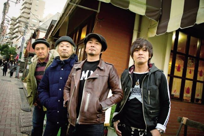 どはつてん メンバーは右から上原子友康(ギター)、増子直純(ボーカル)、清水泰次(ベース)、坂詰克彦(ドラム)。全員が北海道出身。1984年に結成。7日からバンド史上最長の全国ツアー「ジャパニーズ中年隊~YOU、50プラス1本やっちゃいなよ~」を開催。また、増子は晩秋に宮藤官九郎が手がける舞台で、俳優に初挑戦する予定。