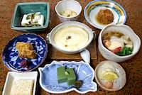 和仲荘では豆腐づくしの家庭料理が味わえる