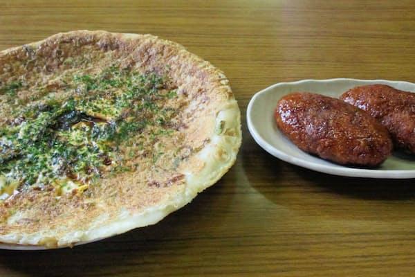 行田フライ(左)と、おからとジャガイモを素揚げしたゼリーフライ