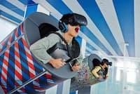 VRテクノロジーと最新の4D体験でスリリングな空の旅が楽しめる「TOKYO弾丸フライト」は同施設の目玉のひとつ