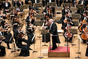 本拠地の札幌コンサートホール「kitara」で演奏するマックス・ポンマー指揮札幌交響楽団(C)Yasuo Fujii