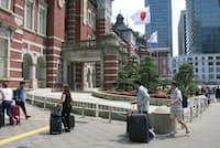 東京駅で乗降する訪日客も増えている
