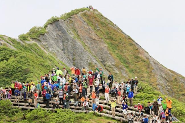 6月は各地で山開きが行われる(写真は昨年、鳥取県大山町の大山)