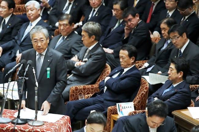 衆院予算委で答弁する竹田恒和JOC会長(5月16日)