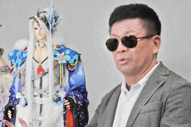 うろぶち・げん 1972年、東京生まれ。PCゲームメーカーのニトロプラス所属。2000年に脚本家デビューし、小説も手がける。