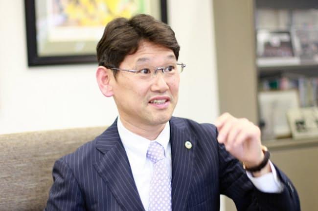 インタビューに答える渡辺一利・日本スポーツボランティアネットワーク副理事長