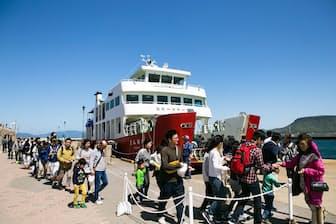 瀬戸内海の島々で開催される瀬戸内国際芸術祭には多くの人が訪れる