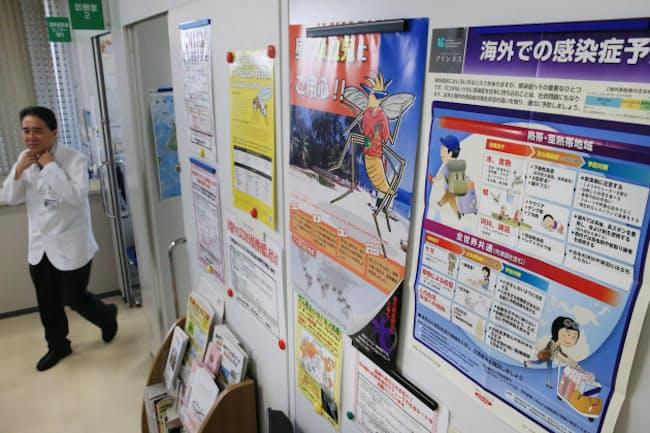 病院ではポスターなどで感染症予防を呼びかける(東京都新宿区の東京医科大学病院)