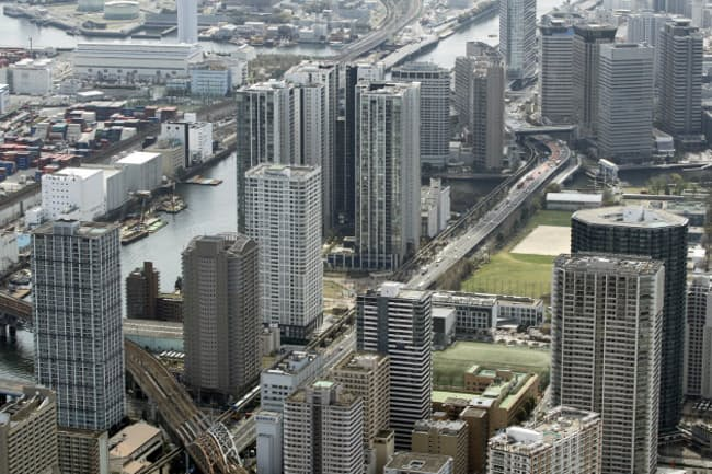 立ち並ぶ高層マンション(東京都港区)