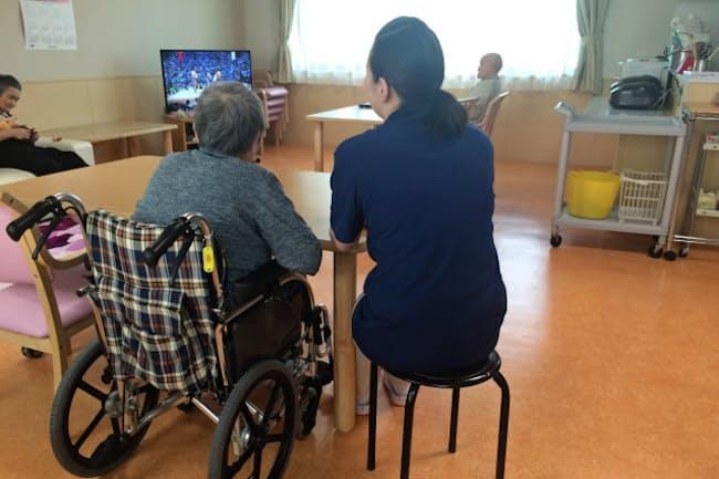 北海道幌加内町に移住し、特別養護老人ホーム「テルケア」で介護助手として働く女性