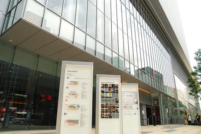 「KITTE名古屋」は名古屋駅北側に位置し、JR・地下鉄名古屋駅から徒歩1分。飲食店11~23時、物販10~20時(一部店舗により異なる)