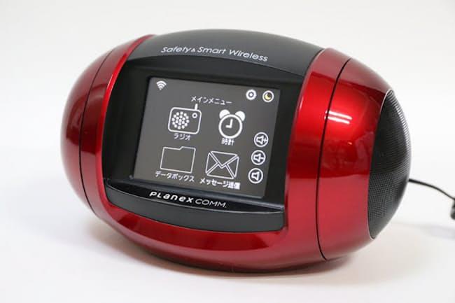 「IoTインターネットラジオ MZK-WDPR-R01」(実勢価格4000円前後)。色はワインレッドでクルマのボディーのようなツヤがある