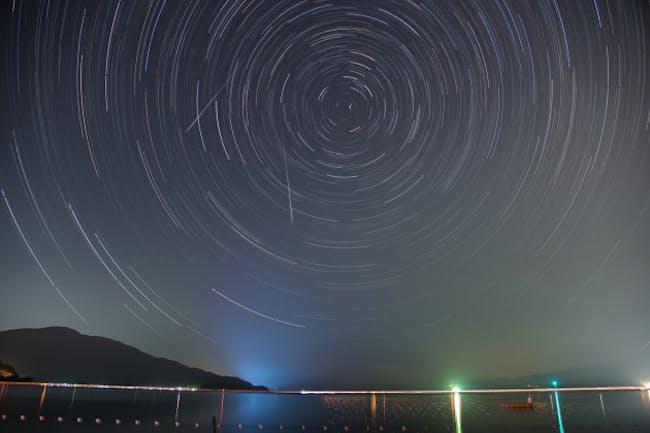 2015年のペルセウス座流星群。今年は今月の12、13日に見ごろを迎える(PIXTA)