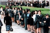 就職氷河期、説明会では学生が行列を作った(1999年)