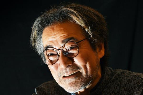 稲川淳二さん(写真、井上昭義)