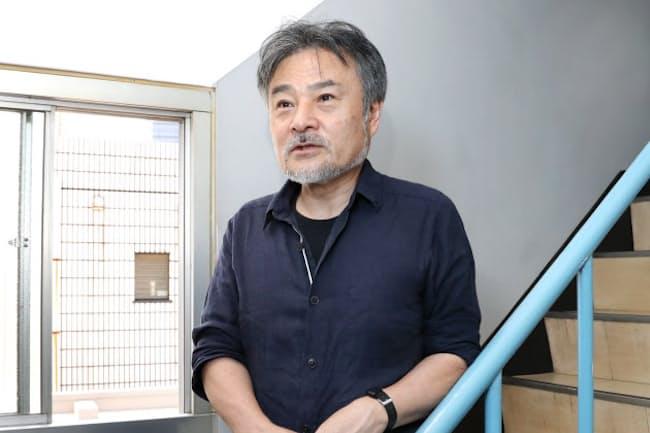 くろさわ・きよし 1955年神戸生まれ。83年監督デビュー。作品に「CURE」「アカルイミライ」「トウキョウソナタ」「岸辺の旅」など。