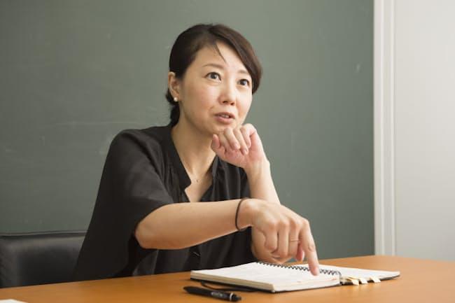 愛用のノートと筆記具について語る西川さん