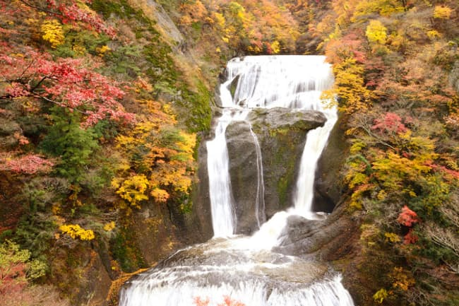 袋田の滝、2015年11月10日撮影。例年11月上旬から中旬が紅葉のタイミングといわれています