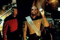 スター・トレックのテレビシリーズで、マイケル・ドーン氏(右)が演じるクリンゴン人ウォーフ。(Photograph by AF archive、Alamy)