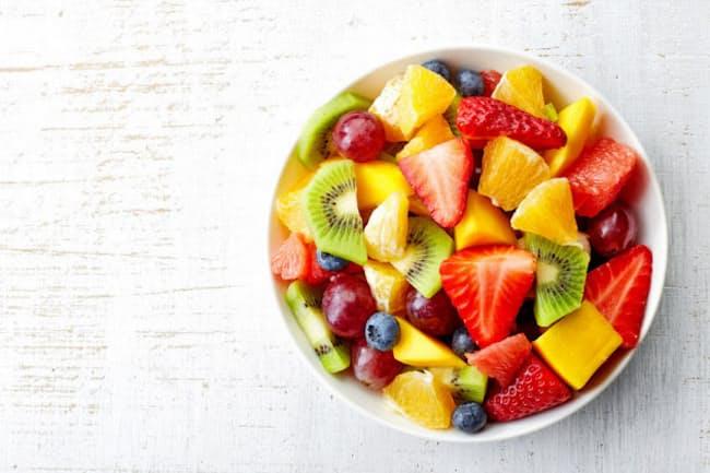 「果物は太りそう」と敬遠している人もいるだろう。だが、本当のところどうなのか(c)Baiba Opule 123-rf