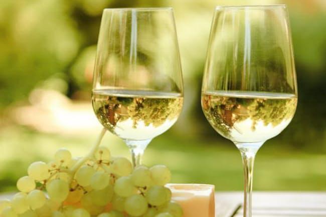一般に「ワインの健康効果」というと赤ワインばかりが取り上げられるが、白ワインはどうなのだろうか。(c)Darya Petrenko -123rf