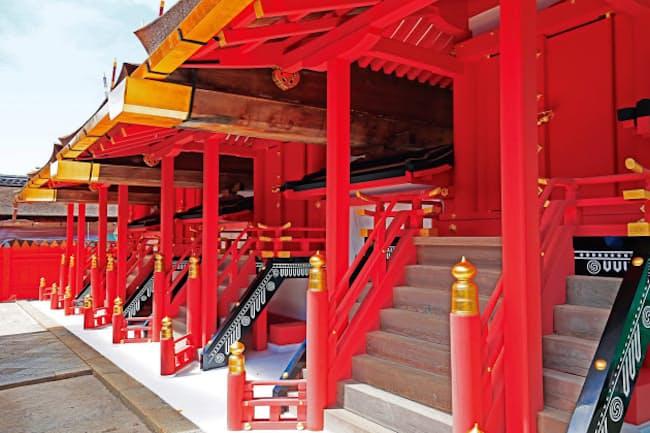 ぜいたくな「本朱塗り」で美しさを増した春日大社の本殿(奈良市)
