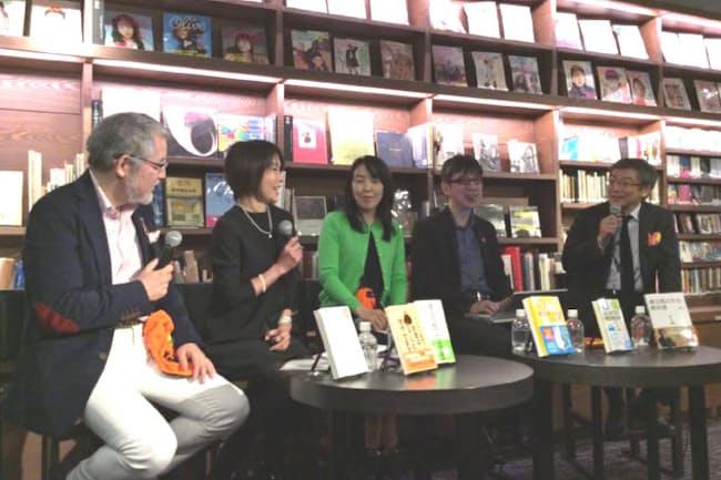 梅田蔦屋書店ラウンジで。左から大江氏、井戸氏、竹川氏、田村、山崎氏