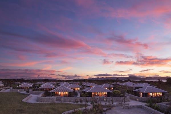 石垣や赤い琉球瓦など伝統文化を活かした「星のや竹富島」(写真提供:星野リゾート)