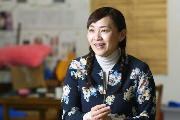 くわばら・ゆうこ 1976年東京生まれ。劇団KAKUTA主宰の傍ら俳優として広く舞台やテレビドラマ、CMにも出演している。