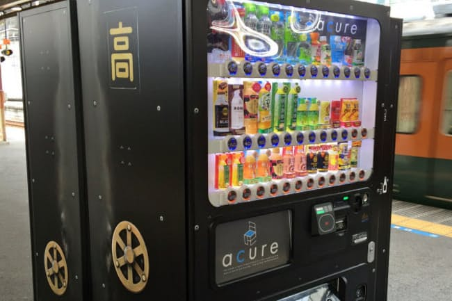 高崎駅ホームに設置された「SL調自販機」