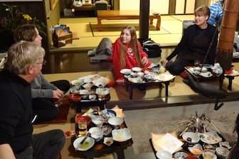 訪日客は台湾からが多いが、英国人らも農家民宿でくつろぐ