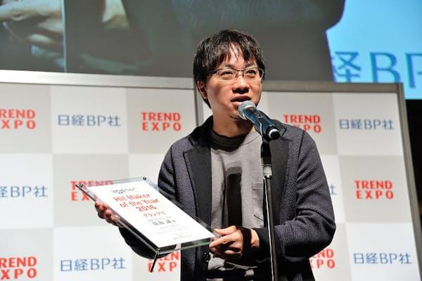 受賞の感想を話す、新海誠監督(写真:中村宏)