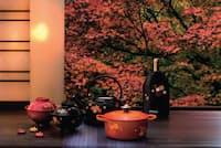 2016年秋冬コレクション「JAPONESQUE(ジャポネスク)」の第2弾となる「MOMIJI(モミジ)」シリーズ。日本の紅葉をまとったココット、ドンブリ、チョップスティックレスト、ケトル、アイスクーラースリーブをラインアップ