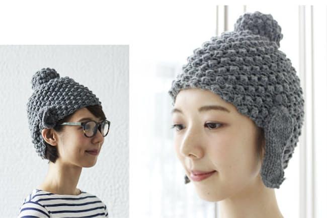 フェリシモが提供する「らほつニットキャップ」。福耳の部分を上に止めれば「ふだんスタイル」の帽子に(左)