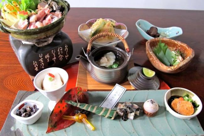 とう粋庵の黄門料理はモダンな仕上がり(手前の皿が前菜で左側の2点が白牛酪と黒豆納豆)