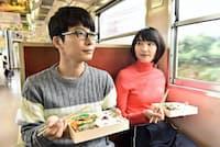 ドラマ「逃げるは恥だが役に立つ」(火曜午後10時、TBS系)で話題を集める星野源(左)