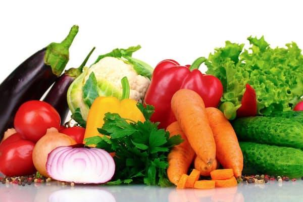 野菜や果物が体によいとのは、ほとんどの人が知っているに違いないが、どのくらい食べると、どのような効果があるのか。サプリメントで代用できないのか(c)serezniy-123rf