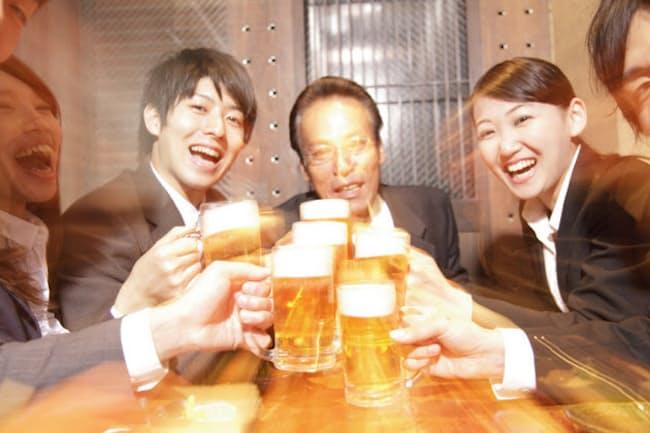 飲み会シーズンを元気に乗り切る飲み方のコツって?(c)PaylessImages-123rf