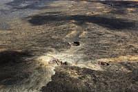 上空から見下ろしたハワイ火山国立公園。絶滅危惧の鳥を守るため、土壇場の努力が続けられている。(PHOTOGRAPH FROM DESIGN PICS, NATIONAL GEOGRAPHIC CREATIVE)