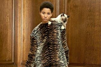 ステラ・マッカートニーの「ファー・フリー・ファー」の見た目は毛皮そのもので手触りも上質