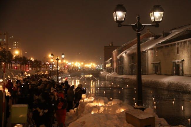 幻想的な運河の光景が外国人観光客を魅了。「小樽雪あかりの路」(写真:japan-guide.com)