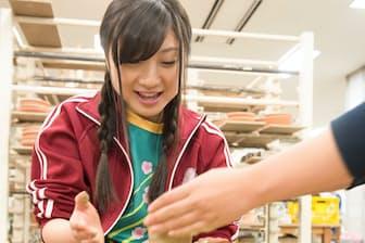 連載「ももいろトラディショナル」第4シーズンは「ももクロの小さな巨人」有安杏果さんが陶芸に挑戦しています