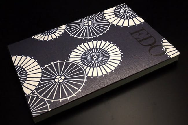 江戸美学研究会「江戸帖」(1500円)。表紙カバーは、写真の「白浪五人男」(白浪五人男の傘をモチーフにしたもの)のほか、「波に千鳥」、「雪輪散らし」がある