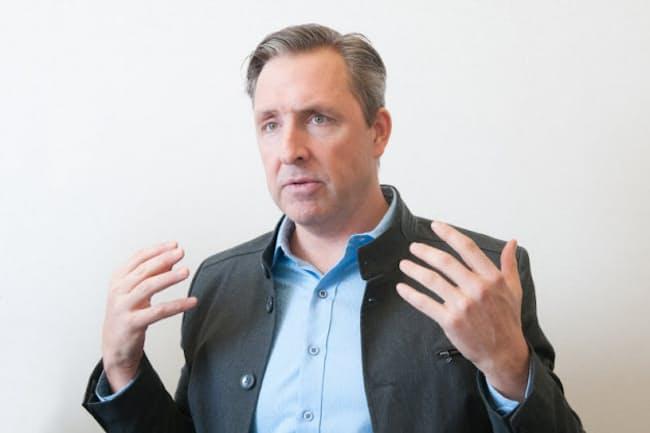 デイヴ・アスプリー(Dave Asprey) さん。『シリコンバレー式 自分を変える最強の食事』の著者。体重140kgからマイナス50kgの減量に成功。あらゆるダイエット法を自ら試し、その成果を著書にまとめた。