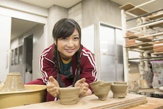 ももクロの小さな巨人、有安杏果さんが初めての陶芸に挑戦中
