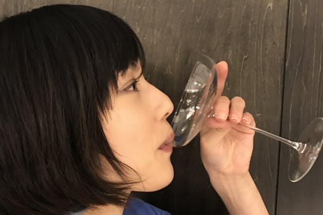 シャンパンの味はグラスで変わる