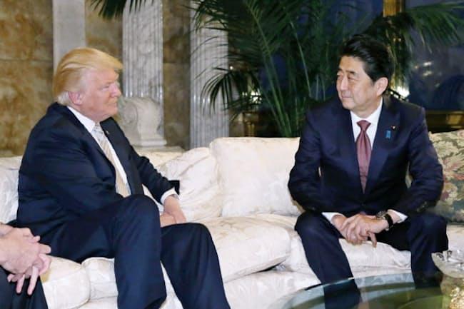 会談に臨む安倍首相とトランプ氏(17日、ニューヨーク)=内閣広報室提供