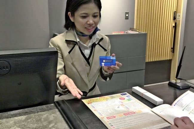 藤田観光のビジネスホテルでは、訪日客にも会員カードを発行する