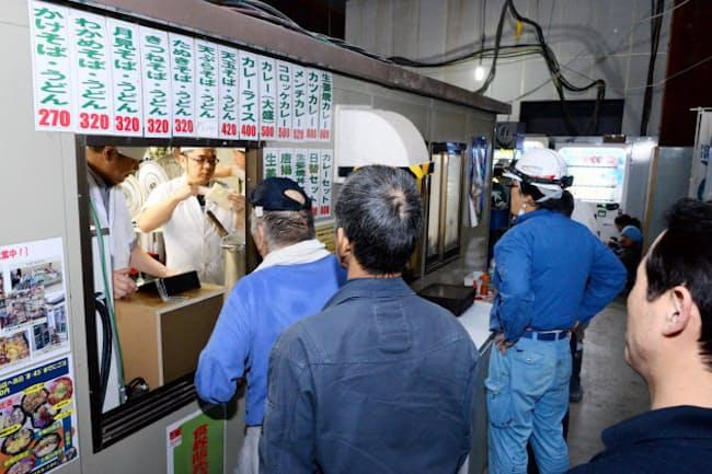 建設現場で食堂を運営するアサヒコーポは来年度、街中にも出店する(東京都千代田区)